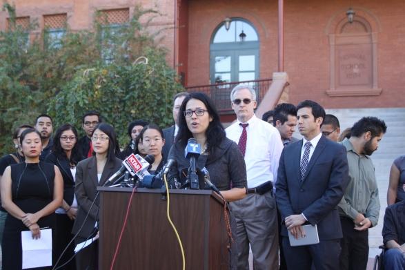 Alessandra Soler, de ACLU, indicó que la orden ejecutiva perjudica a cientos de soñadores en Arizona.